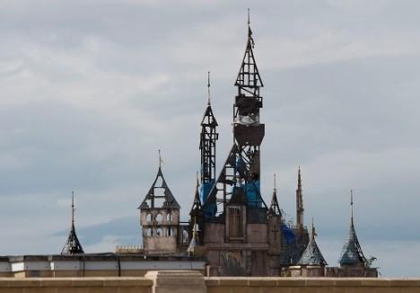 全焼したシンデレラ城